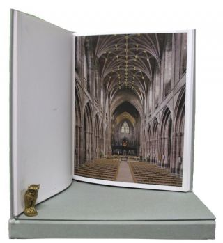 THE ENGLISH CATHEDRAL. Peter Marlow, Martin Barnes, John Goodall, Photographer